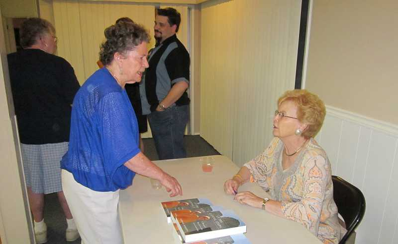 by: BARBARA SHERMAN - TRANSIT RAMMED DOWN PEOPLES THROATS -- Billie Reynolds (left), the chief petitioner of the anti-light rail measure on the September special election ballot in King City, chats with former Oregon Gov. Barbara Roberts, who came to King City Aug. 17 to promote her new book.