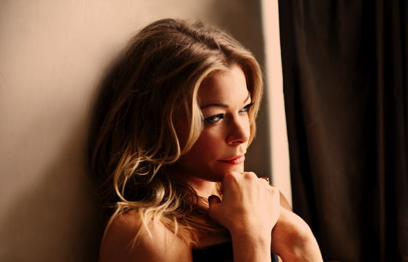 Singer LeAnn Rimes will perform at Oregon's Chinook Winds Casino.
