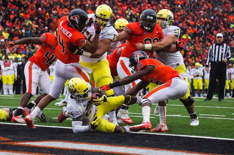 by: TRIBUNE PHOTO: CHRISTOPHER ONSTOTT - Oregon's Kenjon Barner gets into the end zone against Oregon State.