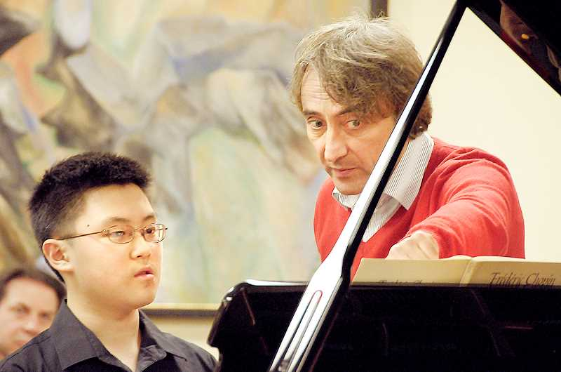 by: SUBMITTED PHOTO - Mentor -- Master pianist Jean-Efflam Bavouzet works with Mountain View Middle School student Nathan Kim during the 'Up Close with the Masters' program November in Portland.