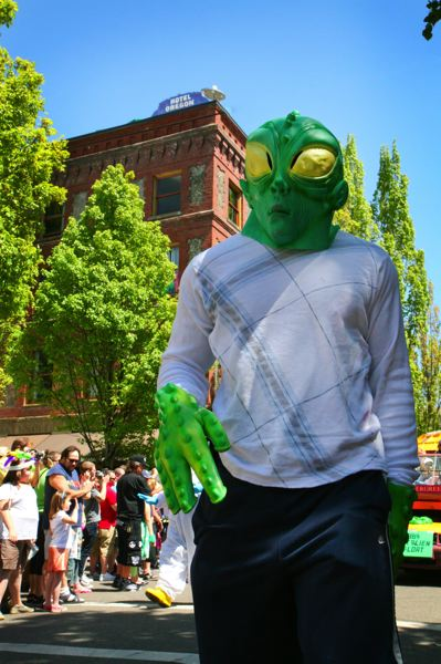 by: COURTESY OF LIZ DEVINE/MCMENAMINS - An 'alien' visits the UFO Festival in McMinnville.