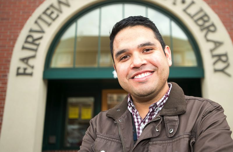 Library tech guru Carlos Galeana provides one-on-one guidance