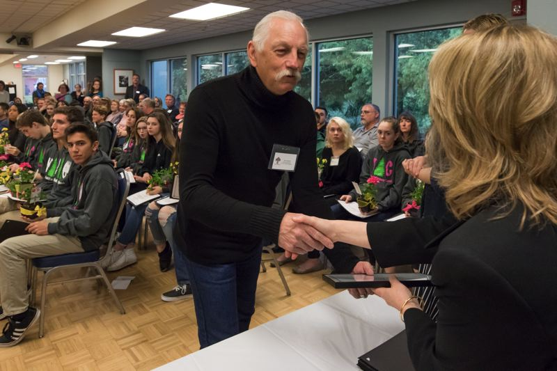 Tualatin honors city volunteers with reception, awards