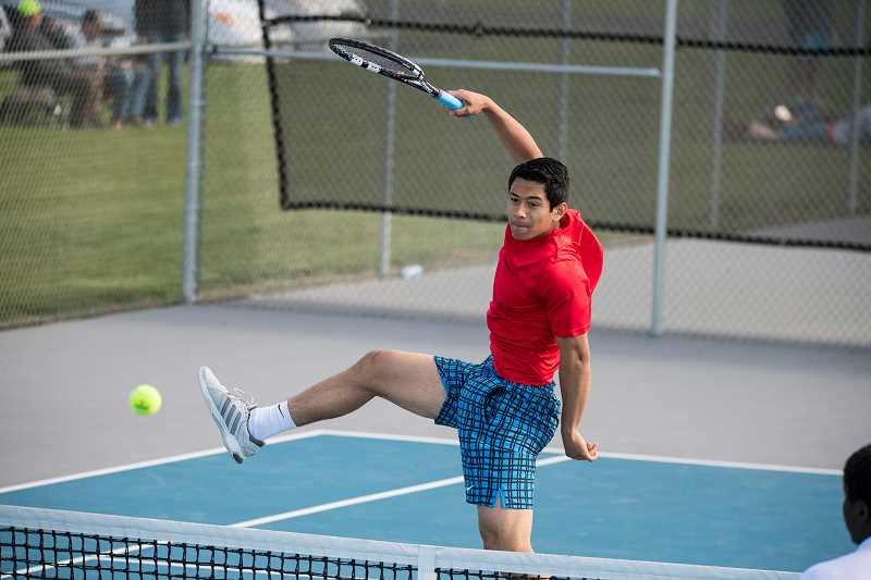 Buff boys tennis keep winning streak alive