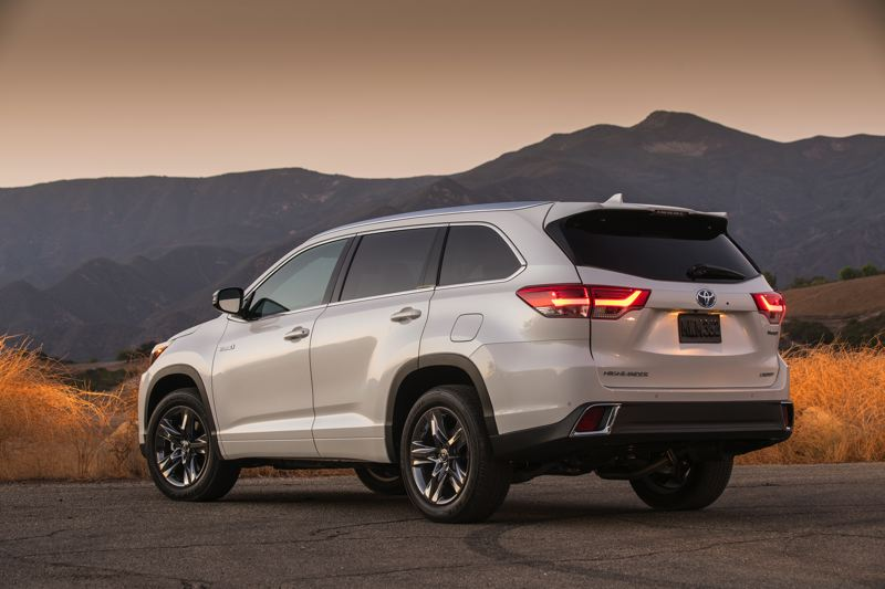 TOYOTA MOTORS - The 2017 Toyota Highlander Hybrid looks good coming and going, especially of a large crossover SUV that can carry up to seven people.