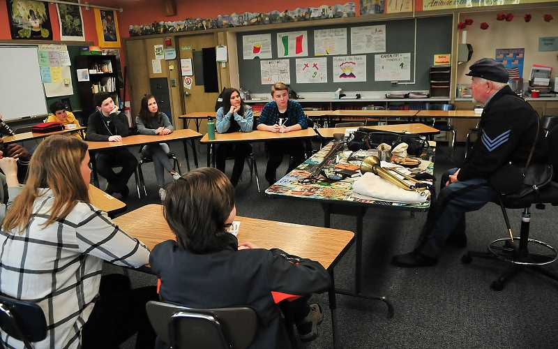 REVIEW PHOTO: VERN UYETAKE - Steve Betschart talks to eighth-graders about the equipment used by Union soldiers.