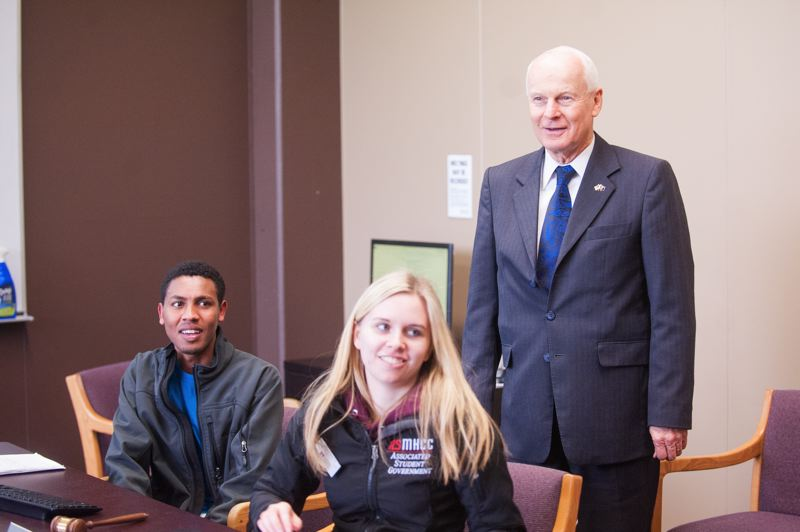 OUTLOOK PHOTO: JOSH KULLA - Oregon Secretary of State Dennis Richardson visits with student government representatives Monday at Mt Hood Community College during a campus tour.