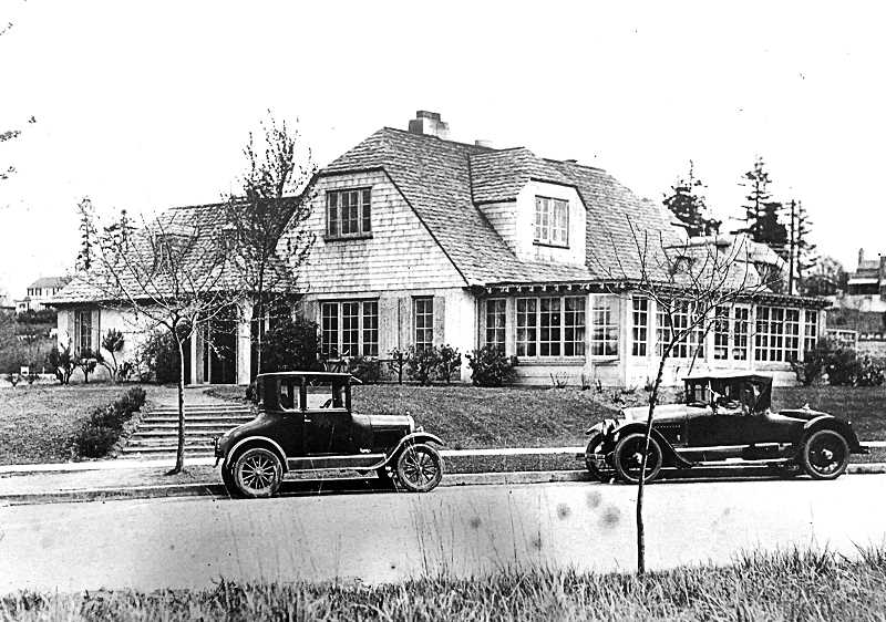 COURTESY OREGON HISTORICAL SOCIETY - The original clubhouse at the Eastmoreland Golf Course, across Bybee Boulevard from where the present one is now. This photo now hangs in the current clubhouse.