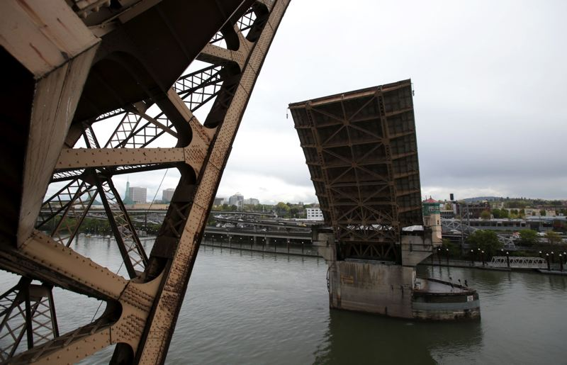 PAMPLIN MEDIA GROUP FILE PHOTO - Multnomah County officials are looking for public ideas and opinions on ways to make the Burnside Bridge withstand a major earthquake.