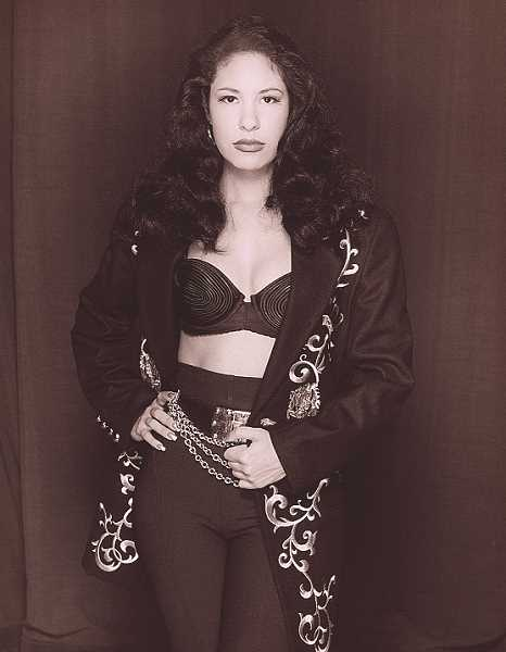 NATIONAL PORTRAIT GALLERY, SMITHSONIAN INSTITUTION; ©1993 AL RENDON - Selena Quintanilla-Pérez