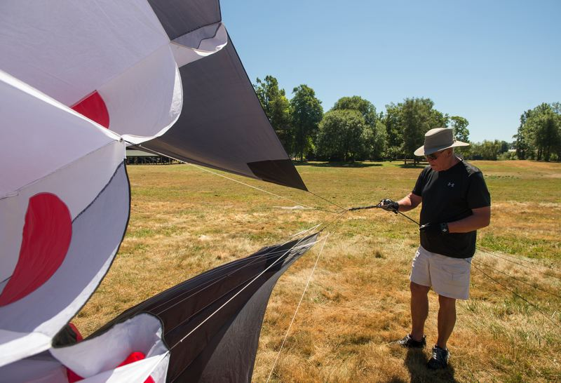 OUTLOOK PHOTO: JOSH KULLA - Hugh Hall prepares his kite for liftoff.
