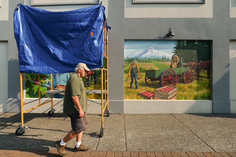 OUTLOOK PHOTO: JOSH KULLA - The new Gresham mural is painted in two panels on the side of Jazzy Bagels, facing Powell Boulevard.
