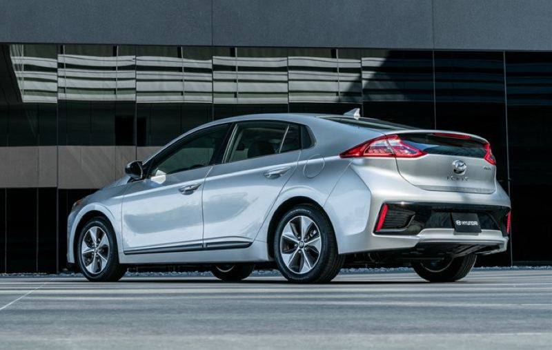 HYUNDAI MOTOR CO. - Just about the only sign the 2017 Huyndai Ioniq Electric runs on batteries in the Prius-like rear split window.