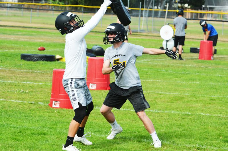 SPOTLIGHT PHOTO: JAKE MCNEAL - Robert Landreth, right, sheds a block from Cannon Beisley in a coverage drill.