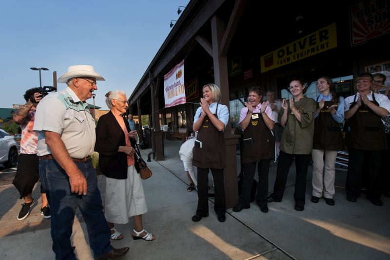 Couple completes journey to all Cracker Barrels