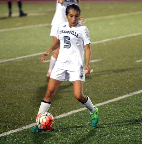 SPOKESMAN PHOTO: TANNER RUSS - Sophomore Araxi Tejeda-Martinez was dominant in the midfield against the Putnam Kingsmen. The Wildcats won 1-0 on Thursday, Sept. 28.