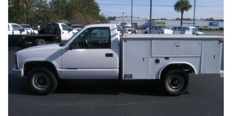 PHOTO COURTESY: MILWAUKIE POLICE - The theft suspects were last seen in a white 1980s utility box-style truck similar to the one shown in this photo.