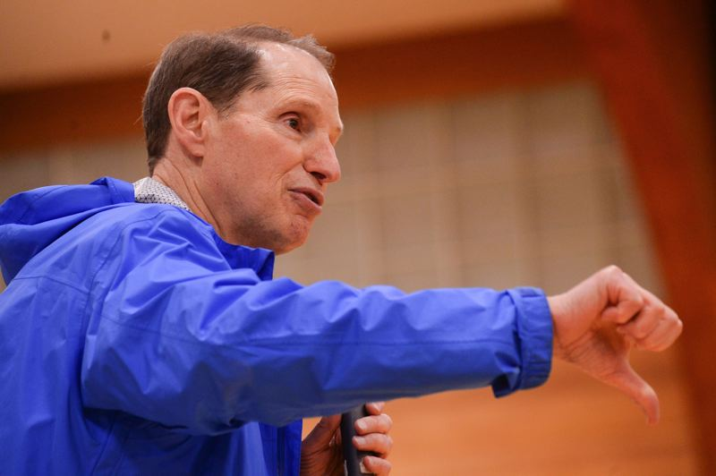 OUTLOOK PHOTO: JOSH KULLA - Sen. Ron Wyden, D-Oregon, gives the thumbs down sign during a town hall meeting in Corbett on Monday, Oct. 9.