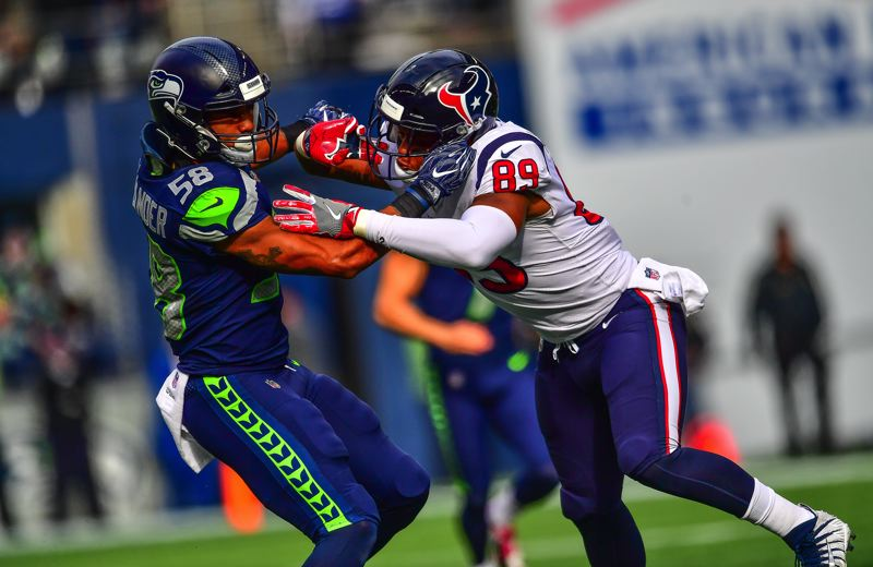 MICHAEL WORKMAN PHOTO - D.J. Alexander (left), a Seahawks linebacker from Oregon State, fights off Houston tight end Stephen Anderson.