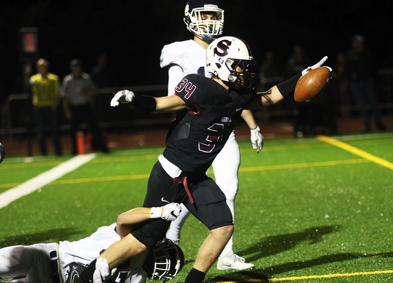 DAN BROOD - Sberwood's Ben Baxter gets into the end zone during the Bowmen's first game against Lake Oswego.