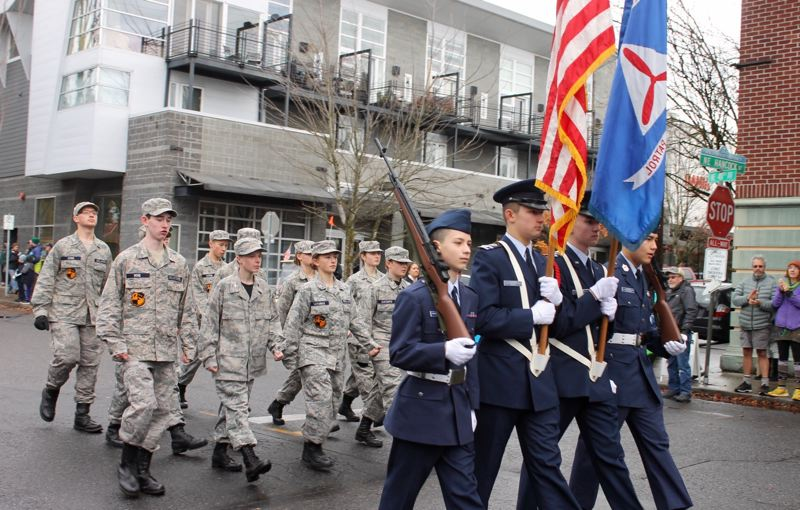 Hundreds gather in downtown Grand Rapids for Veterans Day parade