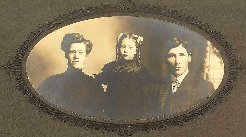 COURTESY OF MOLALLA AREA HISTORICAL SOCIETY - Pictured are Annie, Reva and William Everhart in about 1908.