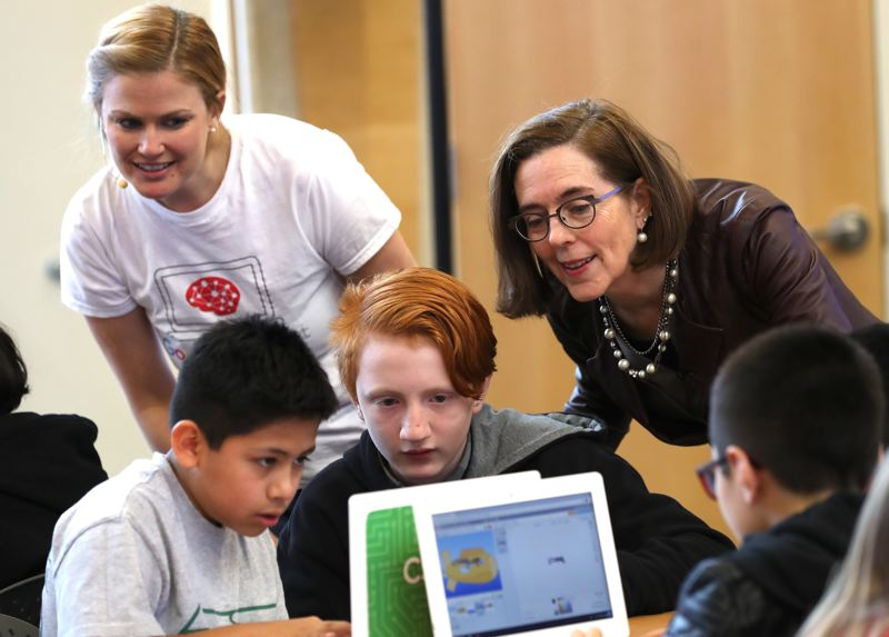 TRIBUNE PHOTO: JAIME VALDEZ - Oregon Governor Kate Brown (center right) watches as Parkrose Middle School students learn to code on Tuesday, Nov. 28, as a Google instructor looks on.