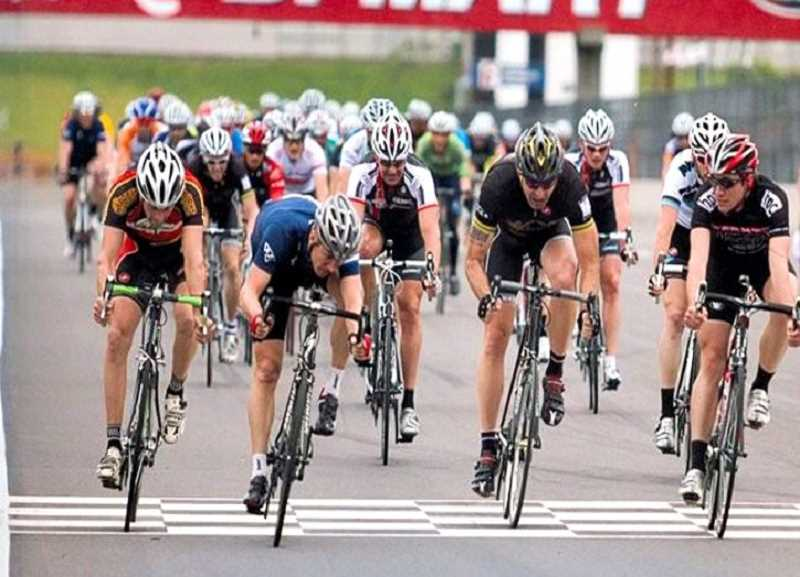 David Oliphant, shown at the finish line in the center wearing the white and black jersey, died of cardiac arrest in June 2010, after a bike race. He was 47; his donations of body tissue and eye parts enabled others to live.