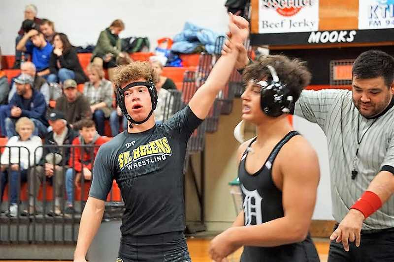 PHOTO CREDIT: AMY GADBOIS - Shawn Lee beat Dayton's Kody Fuller 13-9 for third at 152.