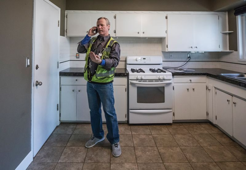 PAMPLIN MEDIA GROUP: JONATHAN HOUSE - Dave Scranton, senior electrical inspector for the City of Portland, during a house inspection.