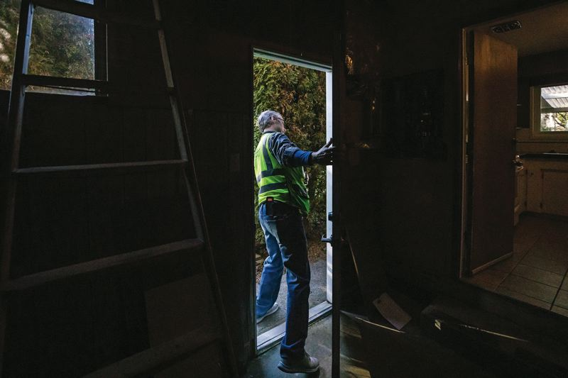 PAMPLIN MEDIA GROUP: JONATHAN HOUSE - Dave Scranton, senior electrical inspector for the City of Portland, checks outside for electrical grounding rods during a home inspection.