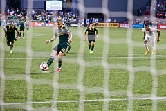 Gaston Fernandez slots in a penalty kick to give Portland a two-goal lead at Providence Park, as the Timbers collect their fourth consecutive MLS victory, 2-0 against the Houston Dynamo.