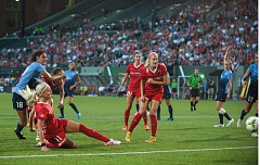 TRIBUNE PHOTO: DIEGO G. DIAZ - Kaylyn Kyle (11) tries a shot for the Portland Thorns in Friday's win over Sky Blue.