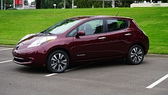 PORTLAND TRIBUNE: JEFF ZURSCHMEIDE - A larger battery pack in the SV and SL trim levels of the 2016 Nissan Leaf increases its range by nearly 30 miles - up to 113 miles on a full charge.